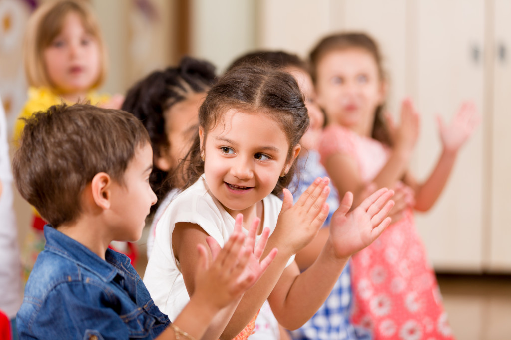 children clapping together